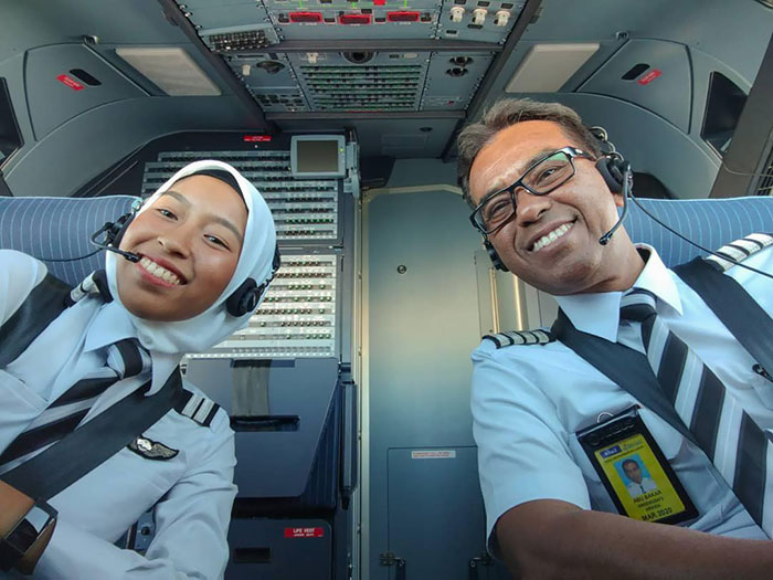 This Man Left His 40-Year Long Career In Another Airline To Join AirAsia And Fly As A Junior Just So He Could Fly With His Two Pilot Daughters