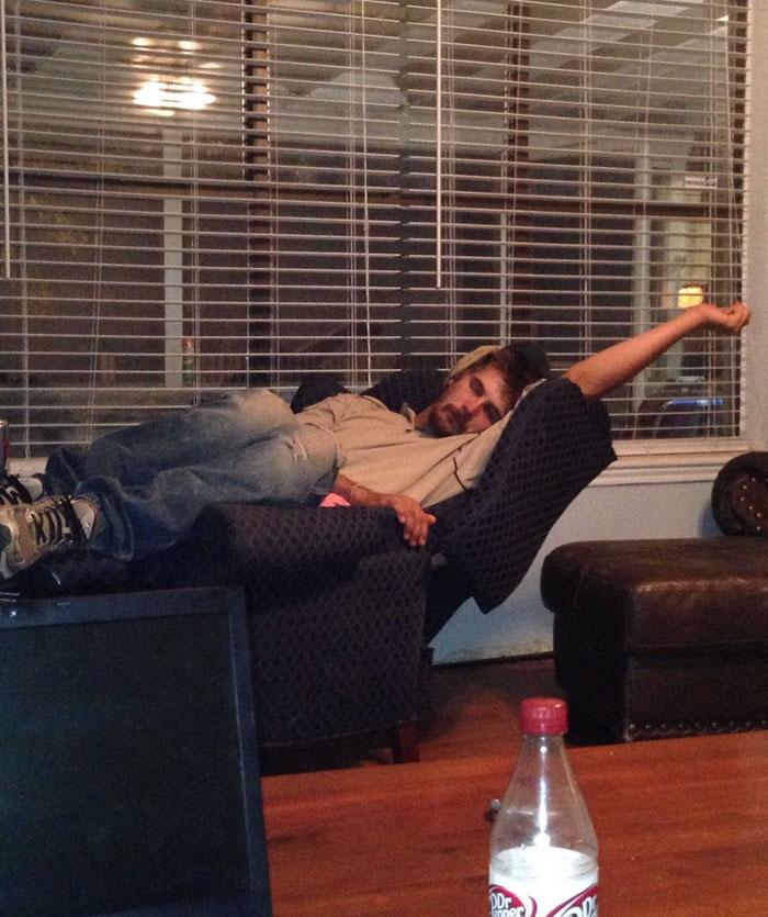 "My Boyfriend's Sleeping Position Screams ""B**** I'm Fabulous"""