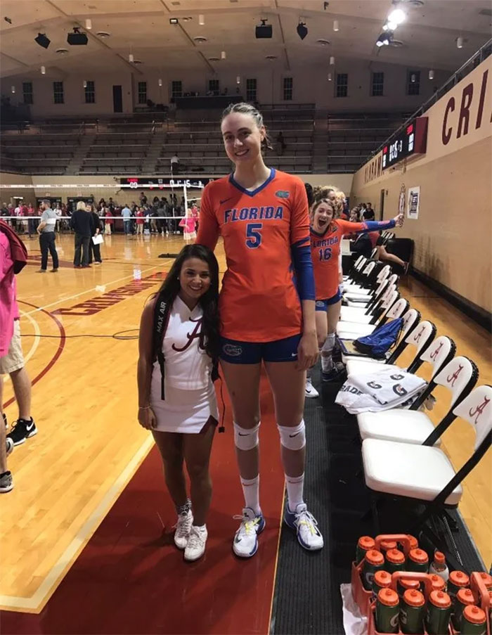 63 Funny Times Tall People Dwarfed Short People - Success