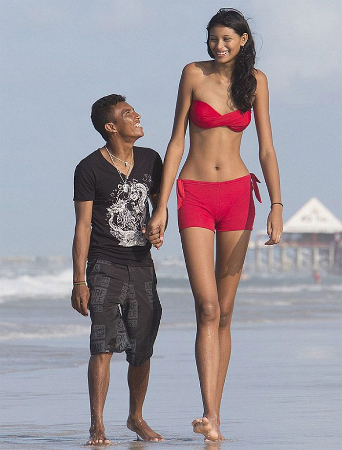 Wold's Tallest Teenager With Her Boyfriend
