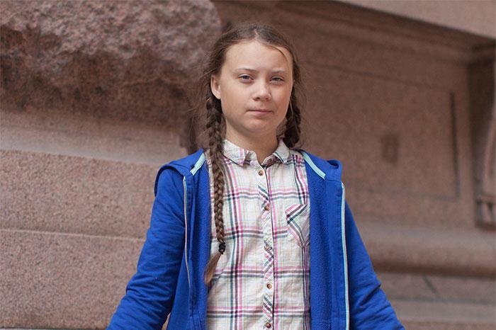Trump se burla del discurso de Greta Thunberg y ella le menosprecia en su bio de Twitter