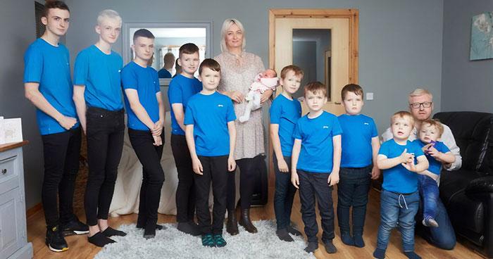 Tras tener 10 hijos seguidos, esta madre por fin dio a luz a una hija