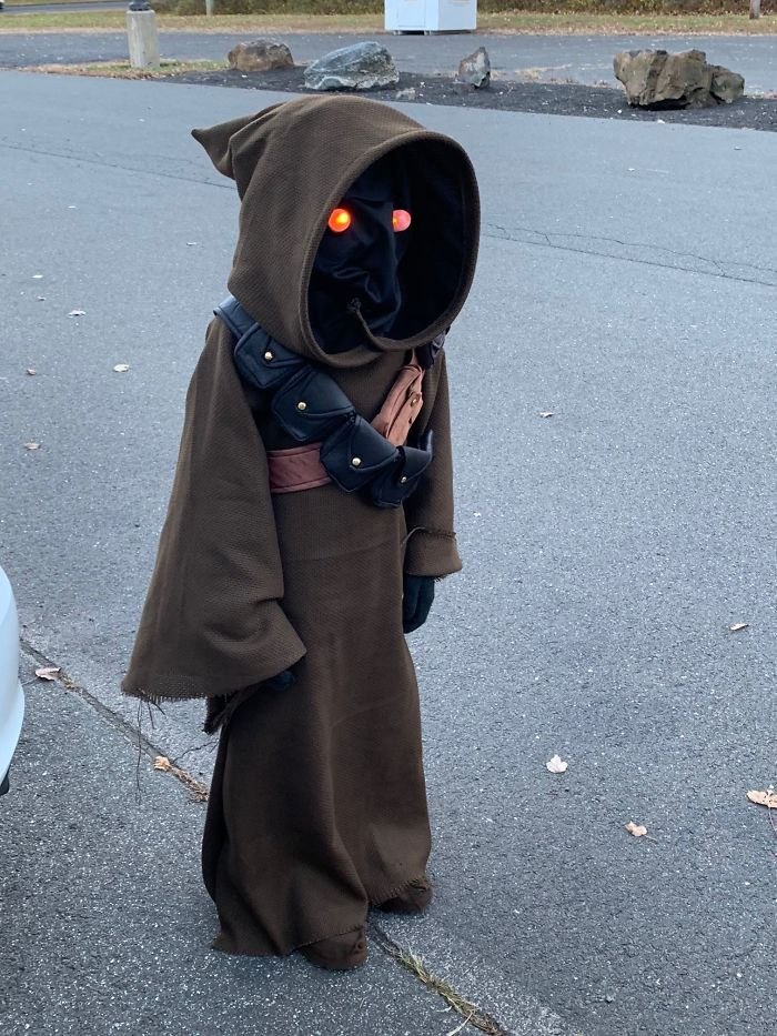 I Figured Out How To Use A Sewing Machine And Made My Son A Jawa Costume