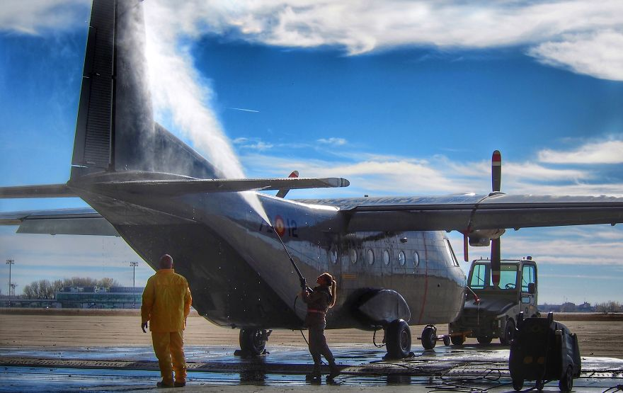 Airplane Cleaning With Clouds, José A. Del Caño, Spain