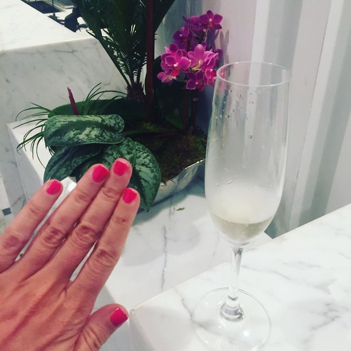 """When Ur #notengaged At A Cute Lil Fancy Hotel And The Concierge Is Like """"Champagne? O Sorry, Miss, R U Under 21?"""" And Ur Like """"Lol Im 31"""" And She's Like """"What's Ur Secret!?"""" And Ur Like """"Im Very Single Lol Cheers"""" Save On Night Cream. Stay Single. (Ok But Also Night Cream And Drink Water) #blessed"""