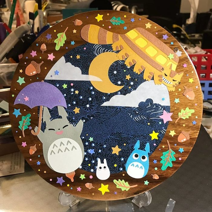 Totoro Party!!! ✧*。٩(ˊᗜˋ*)و✧*。 No Such Thing As Too Many Stars Muahaha (๑•̀ ͜>•́)✧ #papercutting #papercut #cutoodle #cutpaper #totoro #catbus #ghibli #studioghibli #paperart
