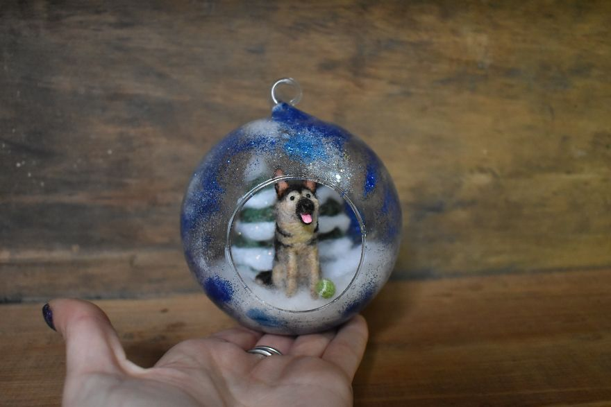 I Transform Ordinary Glass Baubles By Needle Felting Tiny Animal Scenes Into Them