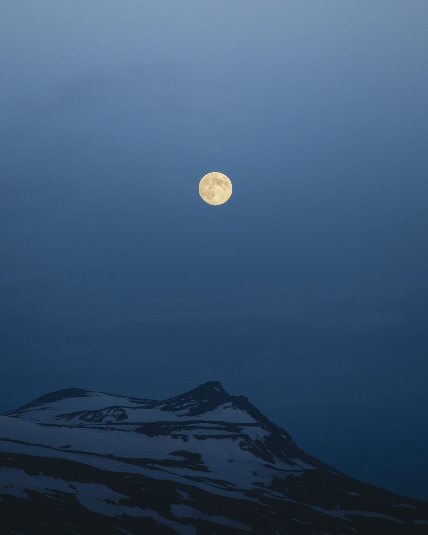 Perfect Moon During A White Night