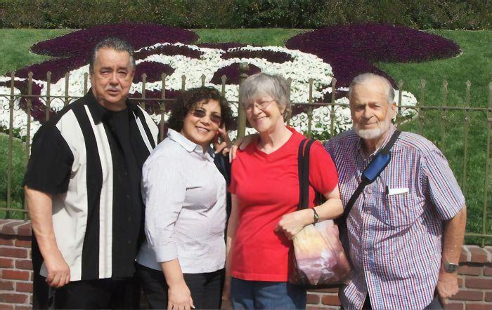MacPherson March 2011 01 upscaled image x4 5d9468eb5cced 700 - In 64 anni il primo cliente del parco Disneyland non ha mai smesso di visitarlo