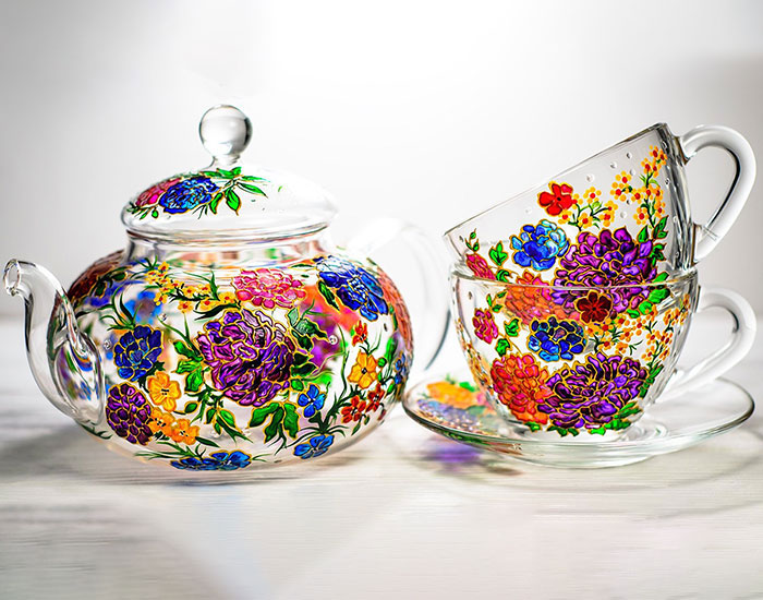 This Ukrainian Artist Handpaints Glassware And Here Are The 30 Most Intricate Designs