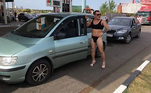 Gas Station In Russia Offered Free Gas For Anyone In A Bikini, Didn't Expect Dudes To Use The Discount, Too