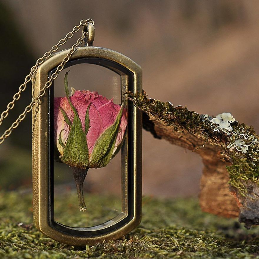 I Preserve Flowers In Resin
