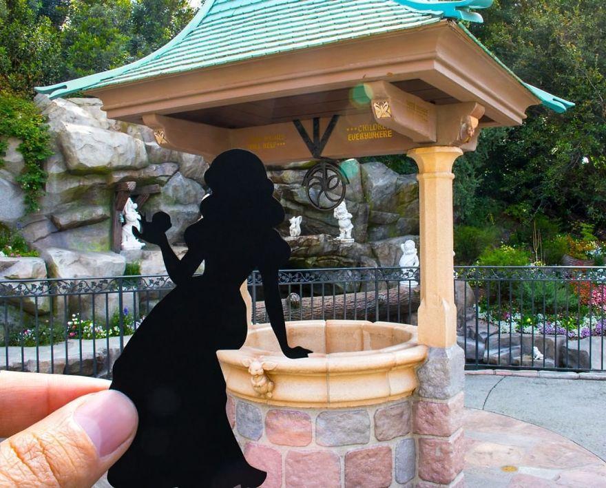 I Hold Up Paper At Disney Parks!