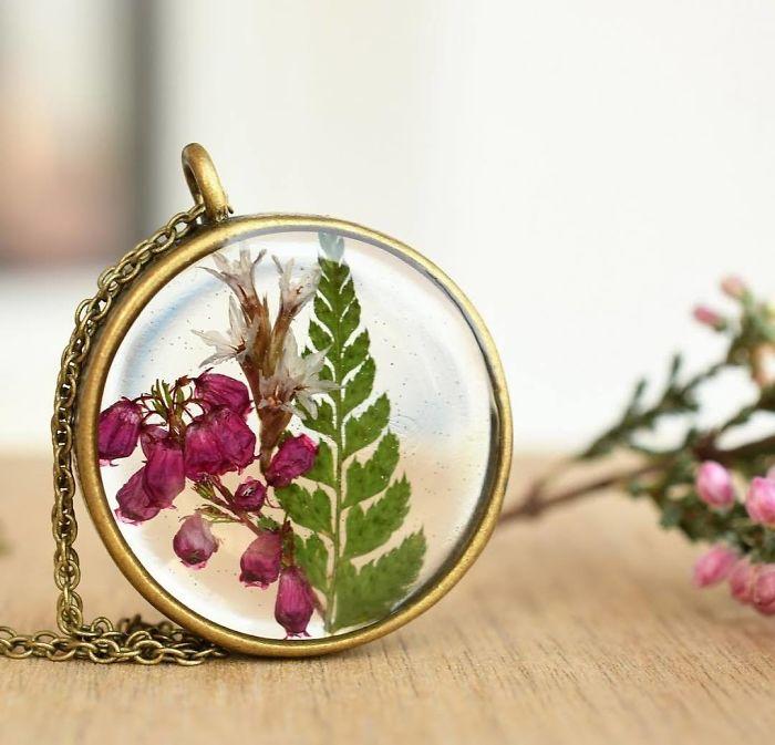 I Preserve Flowers In Resin