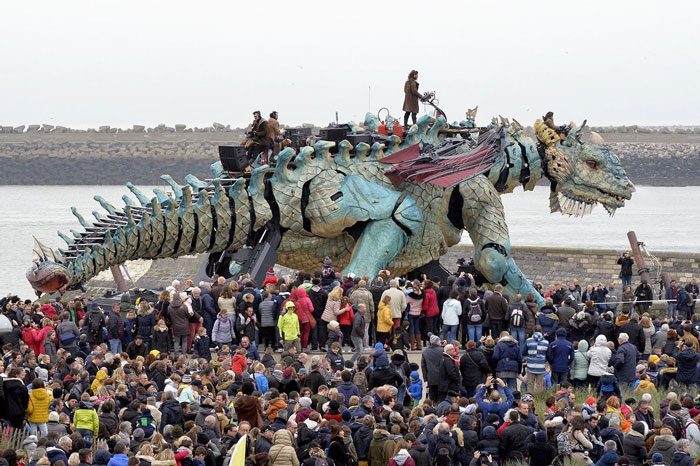 The Citizens Of Calais Witnessed A 25 Meter Long Fire Breathing Mechanical Dragon Manned By 17 People Bored Panda