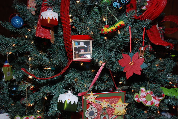 christmas-decorations-benefits-study-research-5dc13f01c39ce__700