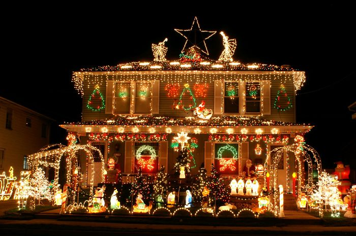 christmas-decorations-benefits-study-research-5dc13f7f8d7e7__700