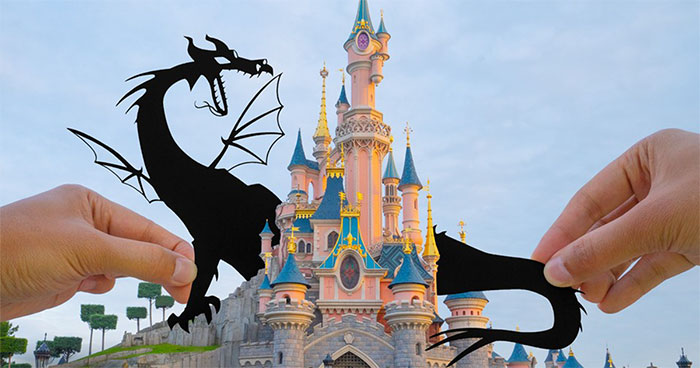 I Travel Around Disneylands Around The World To Hold Up Paper Cut-Outs Of Famous Characters And Scenes (86 Pics)
