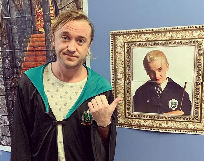 El actor Tom Felton de Harry Potter se queja de envejecer a sus 32 años, y es troleado por su colega Matthew Lewis