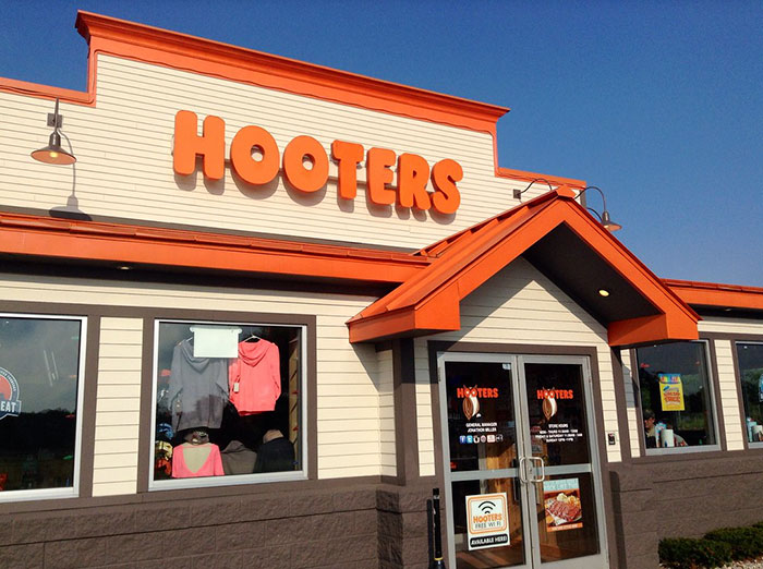 A Story About A Waitress Who Sued Hooters For Giving Her A Toy Yoda Instead Of Toyota Is Going Viral Again