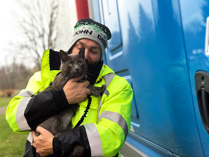 Trucker Bursts Into Tears After Reuniting With His Lost Travel Buddy-Cat After Months Of Searching