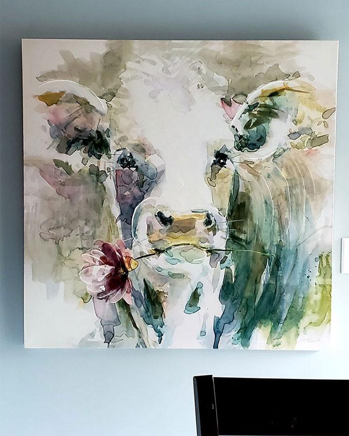 Compré un cuadro de lo que pensaba que era una flor en un estanque y al colgarlo mi marido vio que era una vaca