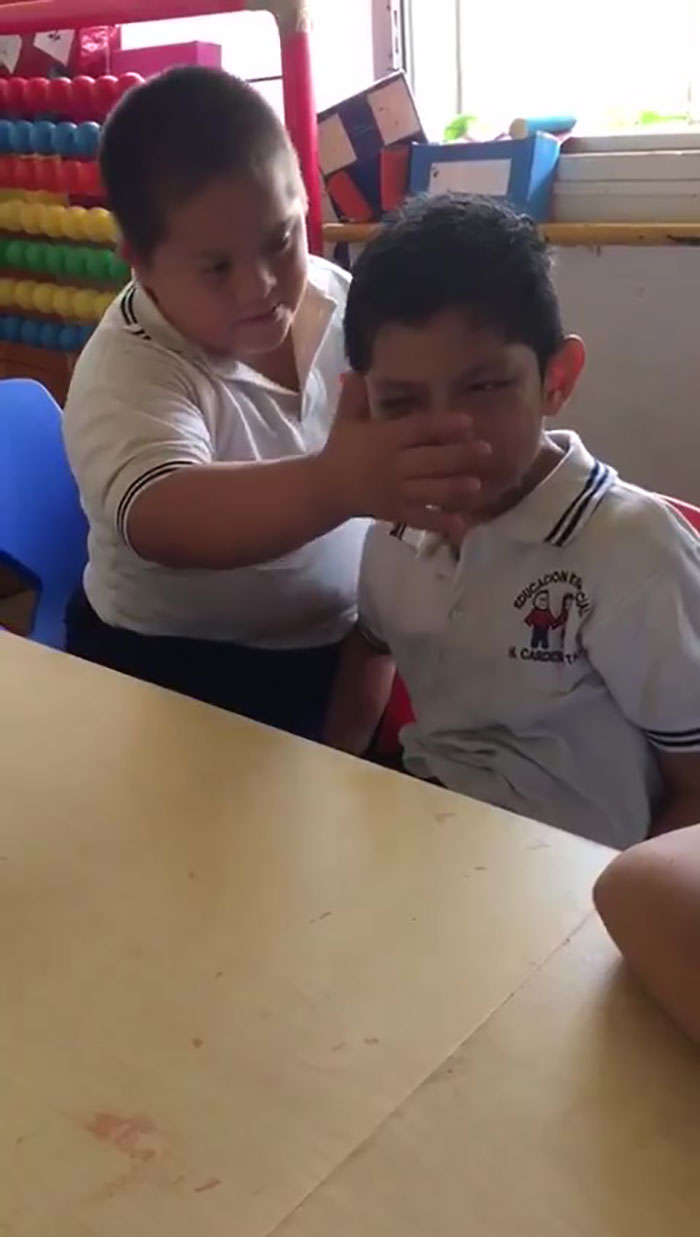 Thoughts On Hugs Predict Autism >> Video Of Boy With Down S Syndrome Comforting Classmate With