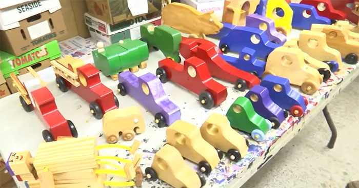 This Real-Life Santa Has Been Making Wooden Toys For Children In Need Every Christmas For 50 Years