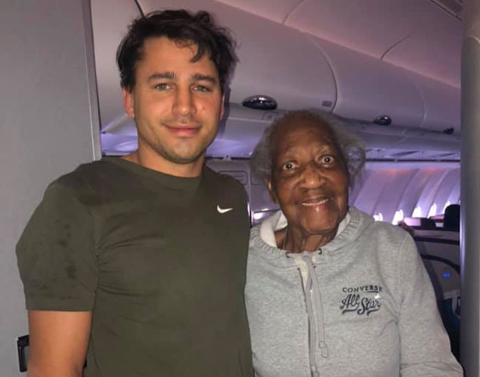 Man Gives Up His First-Class Seat To An 88 Y.O. Lady, Making Her Dream Come True