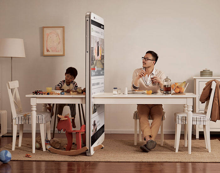 This Ad Campaign Shows How Smartphones Divide Families