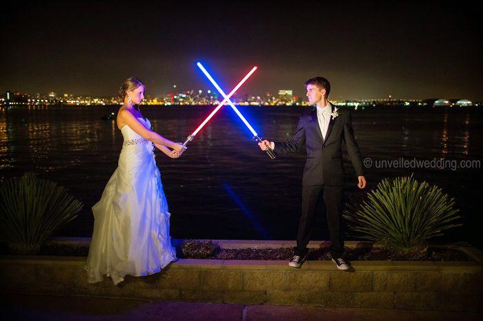 Esta Imagen Tiene Un Atributo Alt Vacío; El Nombre Del Archivo Es Star-Wars-Wedding-Cory-Carrie-Shields-6-5Df202C79E65B__700.Jpg