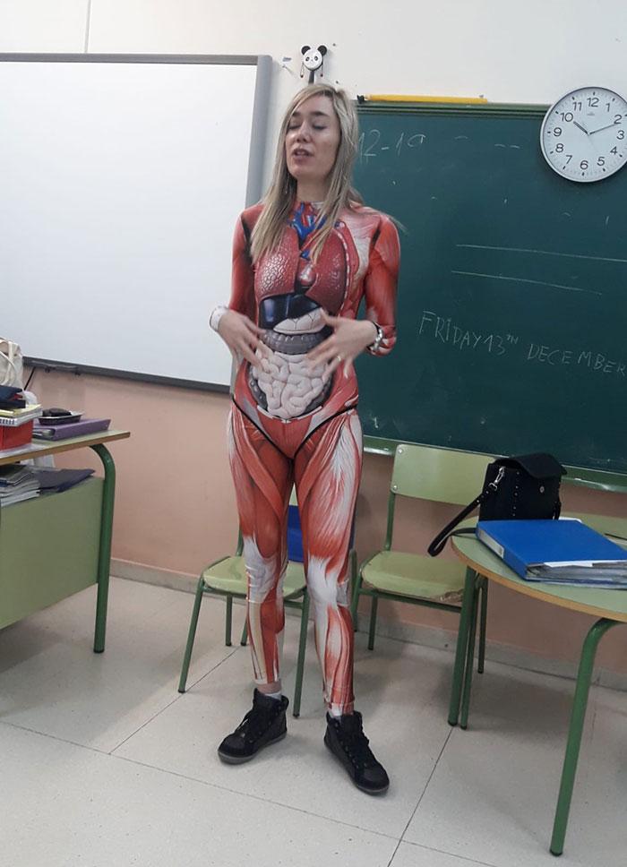 Учительница анатомии