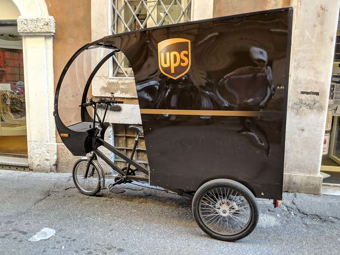 "UPS In Italy Uses These ""Bicycle Trucks"" To Deliver Packages To Places In Narrow Streets Of Rome"