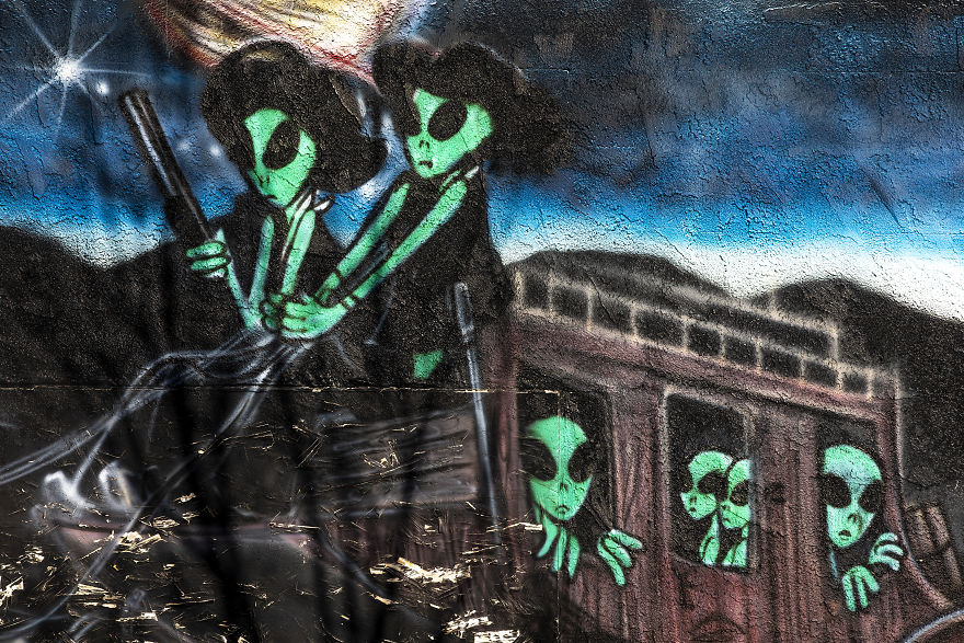 A Mural Depicting Aliens Along The Highway