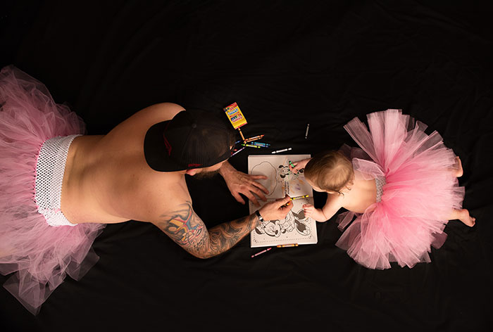 Wholesome Photoshoot Where Dad And Daughter Are Both Dressed In Tutus Is Going Viral