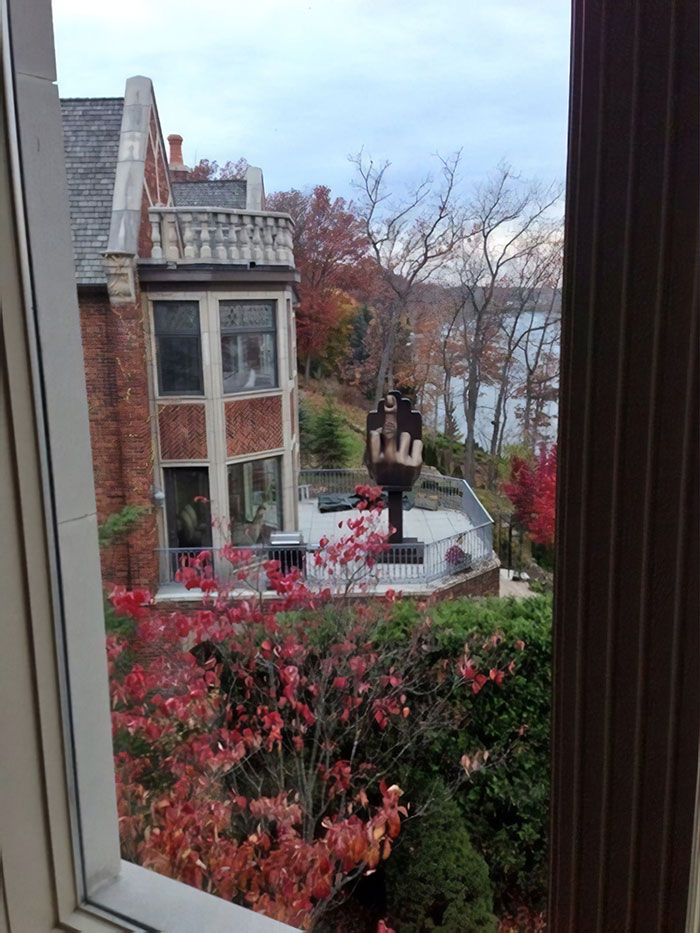 Bitter Man Buys The House Next Door To His Ex-Wife And Installs An Interesting Sculpture