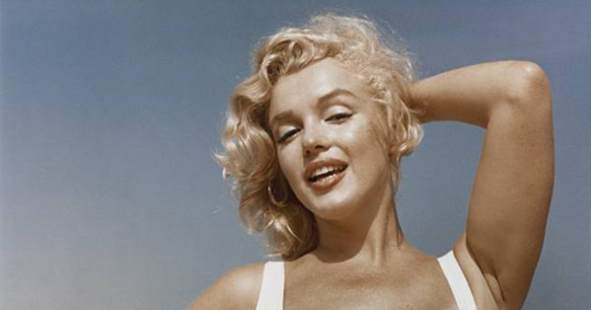 Beautiful Pics Of Marilyn Monroe On The Beach Taken By Sam Shaw In 1957 (17 Pics)