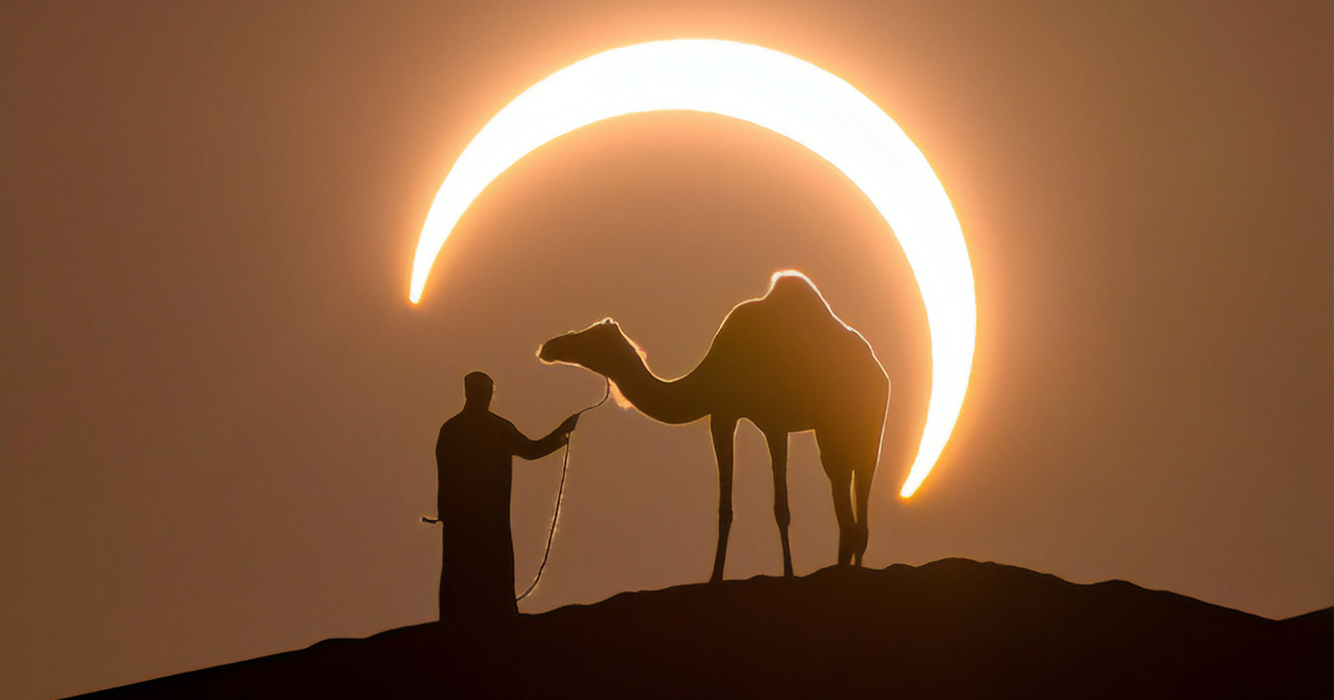 Photographer Takes A Spectacular Picture Of The Annual Solar Eclipse In The Dubai Desert