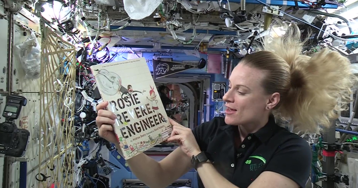 Astronauts Are Reading Bedtime Stories To Children From Space And It's The Definition Of Otherworldly - bored panda