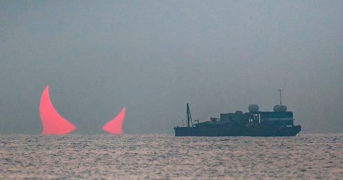 sunrise-red-horns-solar-eclipse-elias-ch