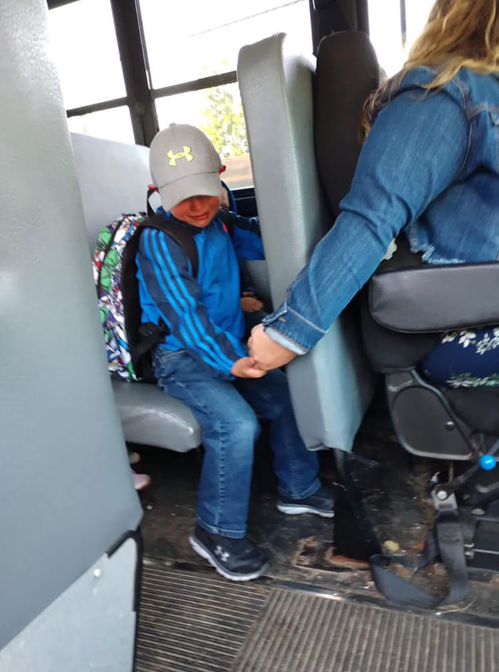 Wisconsin Bus Driver Holds Nervous 4-Year-Old's Hand On First Day Of School