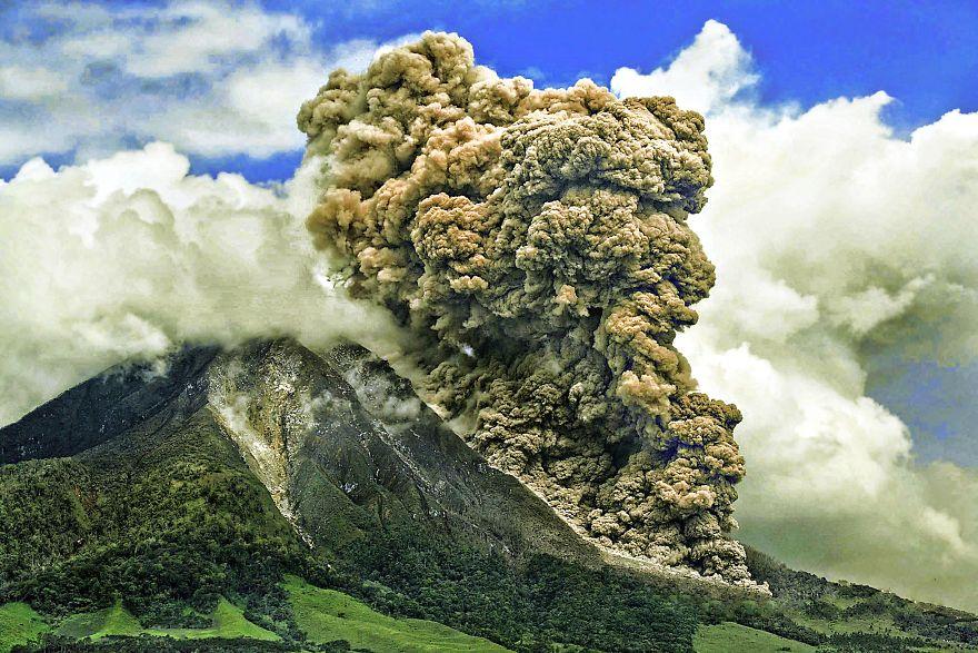 The Biggest Eruption Of Mt. Sinabung, December 2013