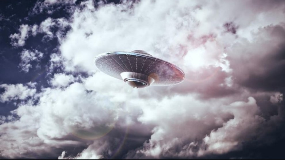 A UFO Is Closing in on Earth and NASA Is Covering It Up, According to YouTubers (VIDEO)