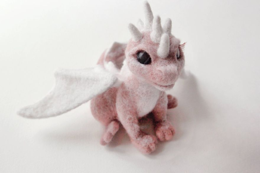 Artist Creates Stunning Lifelike Dragon Sculptures