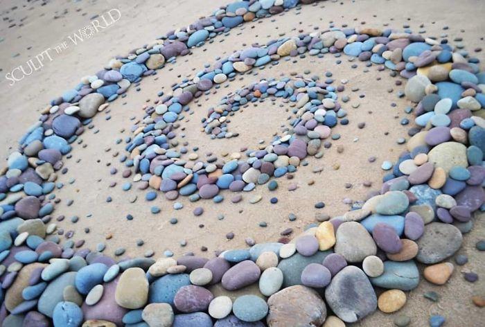 Stone-Arrangements-Beach-Land-Art-Jon-Foreman
