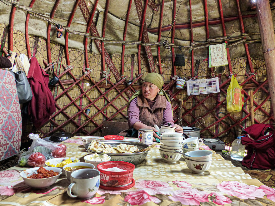 At 22 Years Old, I Came Alone In Kyrgyzstan To Meet Nomadic People In The Mountains