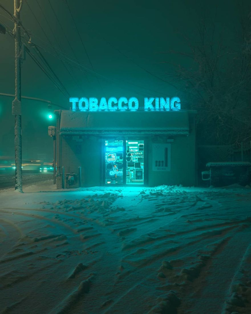 Photographer's Unhealthy Obsession With Neon Signs Will Transport You Back In Time