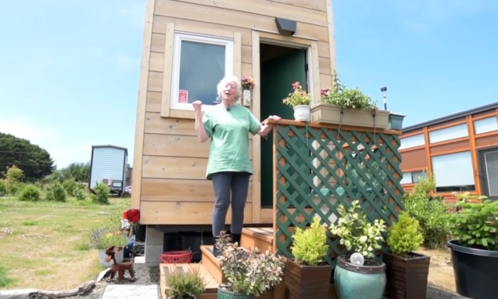 At 77 She Sold Half Of Her Stuff To Live In Her Downstairs Bedroom Tiny House
