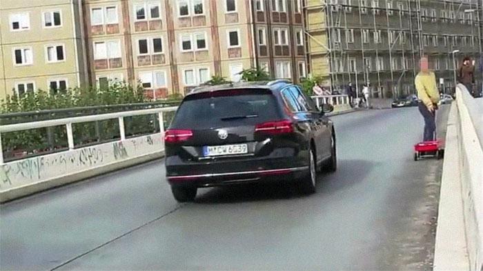 Man Creates 'Traffic Jams' On Google Maps By Wheeling 99 Smartphones In A Wagon