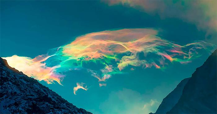Pics Of Bizarre Iridescent Clouds Over Siberia Go Viral (11 Pics)